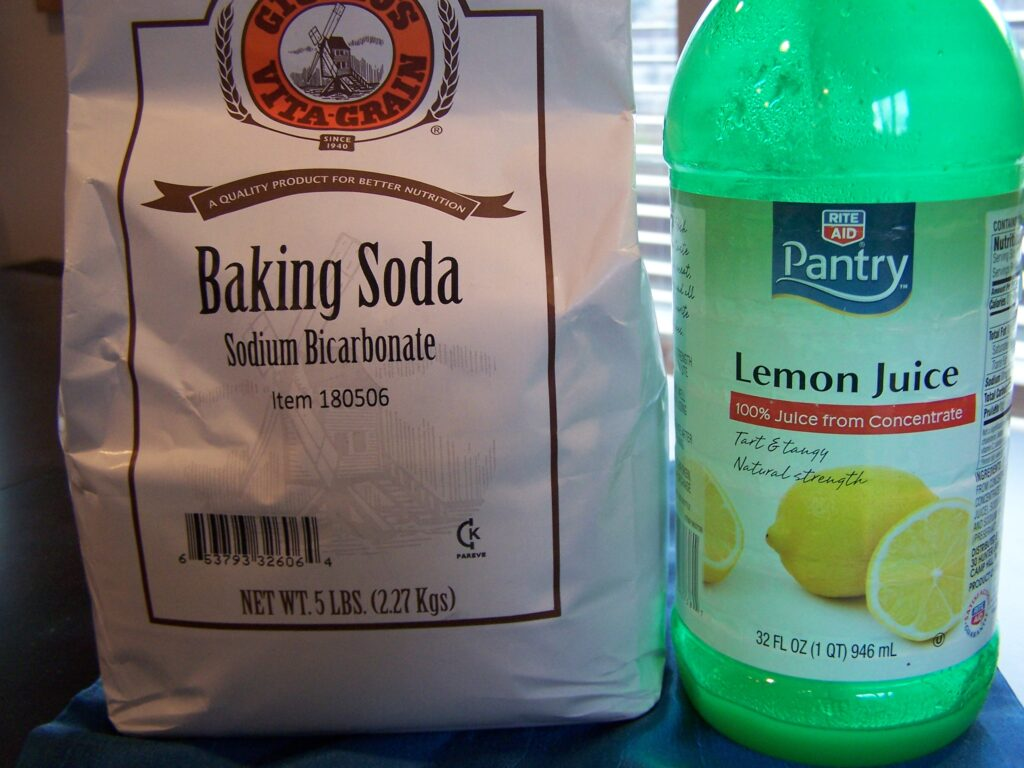 Make a paste of baking soda and lemon juice to get rid of onion and garlic smell on your hands